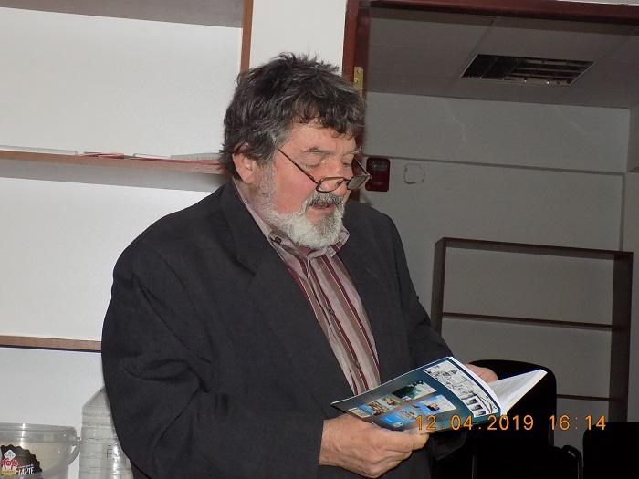 Paulian Buicescu citind din versurile sale-reportaj