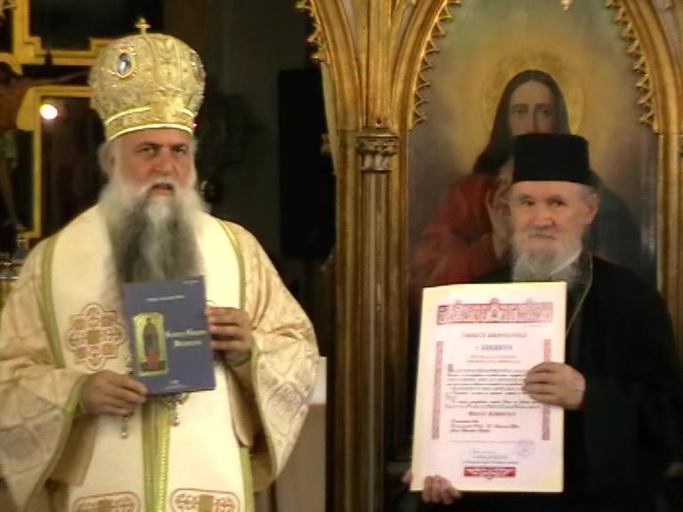 PS Varsanufie și Veniamin Micle primind Crucea Râmnicului 06 07 19