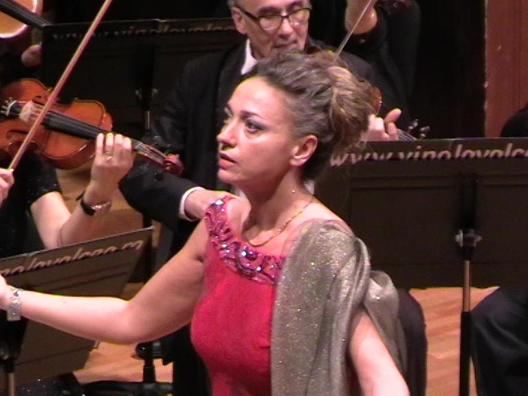 Monica Luezas în concert-Filarmonica Rm Vâlcea-foto p.cickirdan