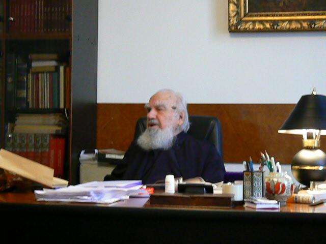 Valeriu Anania în biroul său de la Cluj, foto Intol Press, 24 03 09