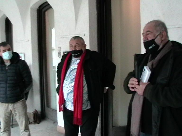 Gh Dican preș. U A P Vâlcea prezentând artistul craiovean, expo Rm Valcea, 15 04 21