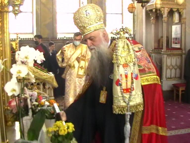 ÎPS Varsanufie în fața Altarului