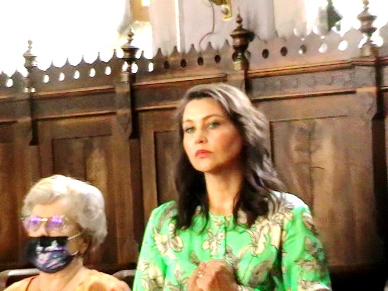 Dna Jianu și Daniela Nane în biserică